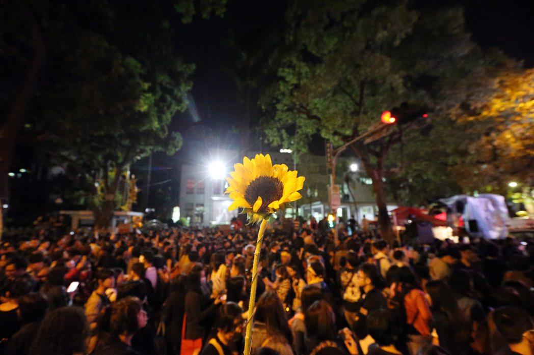 太陽花學運民眾包圍立法院。 聯合報系資料照