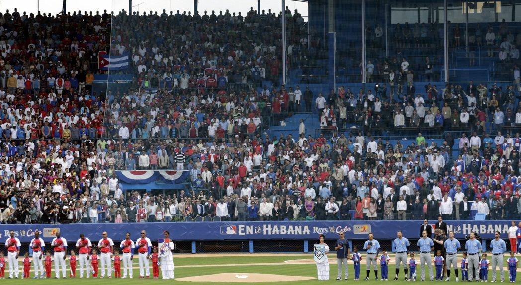 可以想像,禁令一旦解除,古巴棒球勢必面臨更加險峻的人才出走危機。古巴棒球界當然會希望從大聯盟手中獲取起碼的回饋與保障,但是談判籌碼的現實面是很殘酷的。 圖/美聯社