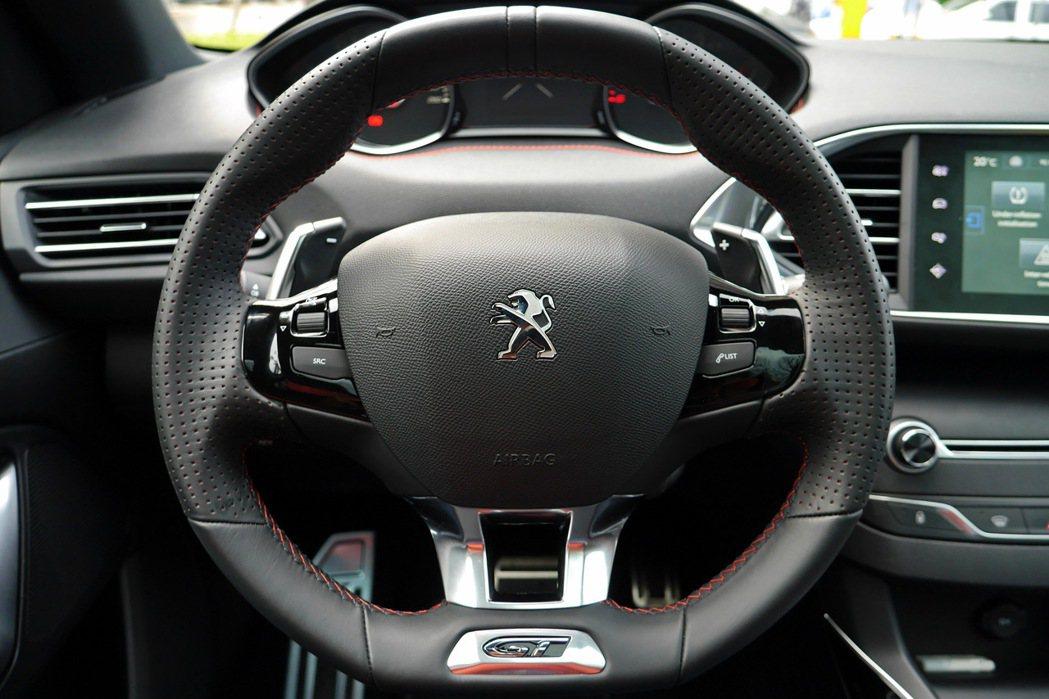 GT車款專屬方向盤。 記者陳威任/攝影