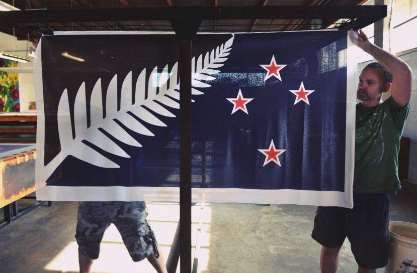 落選的銀蕨旗,或許就如同總理凱伊所說的,提供人民進一步思考國家為何的選擇。 圖/...