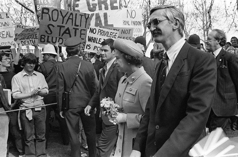 1981年英國女王伊莉莎白二世訪紐西蘭,遭遇反王室抗議。 圖/路透社