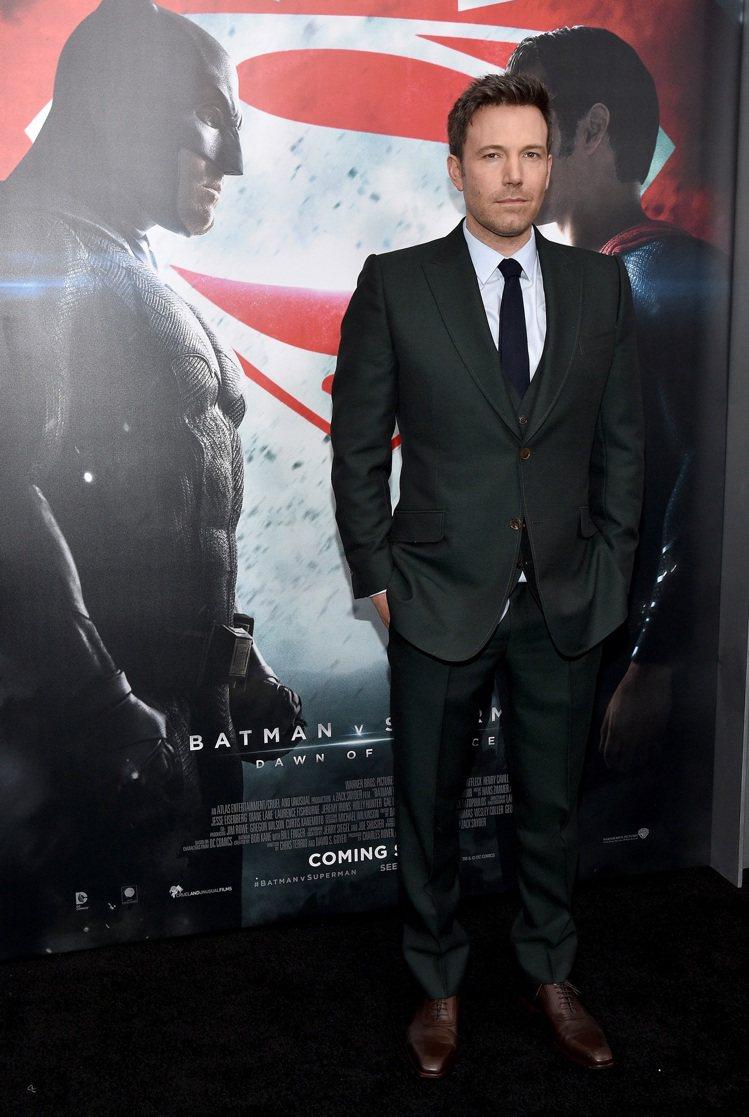 班艾佛列克穿Gucci 頂級訂製服出席電影「蝙蝠俠對超人:正義曙光」首映會。圖/...