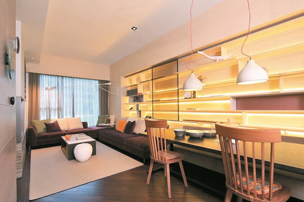 良好的採光搭配適當隔間,營造起居環境動線,讓居住者可以輕鬆在家中各個環境移動。