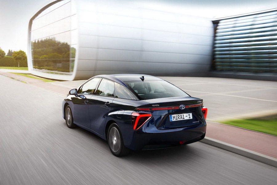 採用燃料電池的Toyota Mirai打敗自家兄弟Prius,拿下世界最佳節能車...