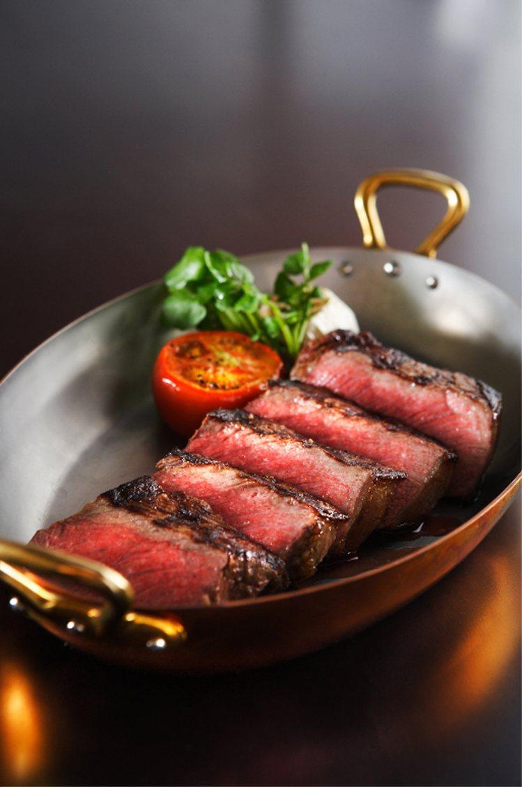 維多麗亞酒店的美國頂級肋眼牛排。圖/維多麗亞酒店提供