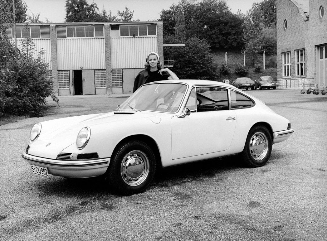 1963年在法蘭克福車展上以901之名首度亮相的初代911。 圖/Porsche...