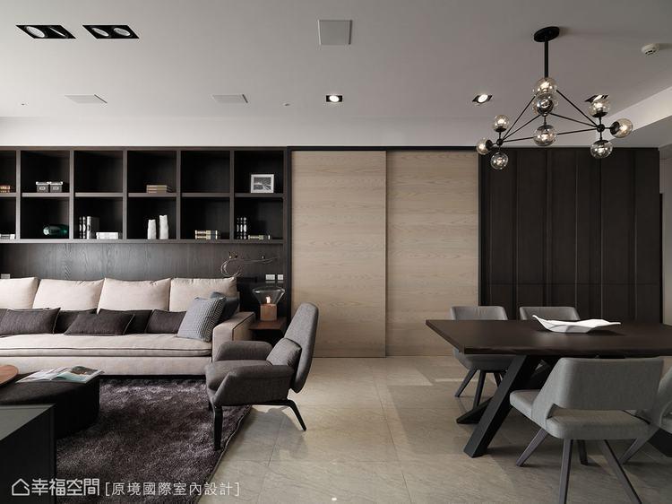 ▲透過深色系的木質紋理,增加視覺的穩定度,創造出主牆效果。