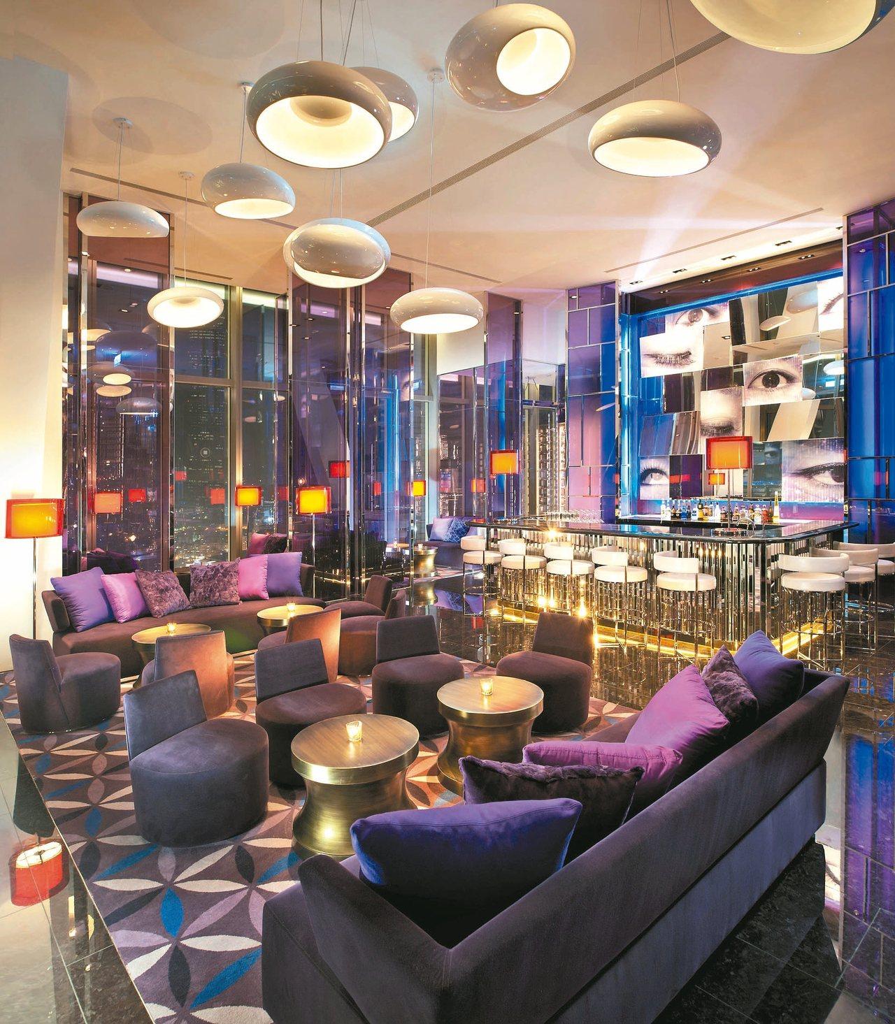 台北W飯店紫艷酒吧為約會創造時尚氛圍。 圖/業者提供
