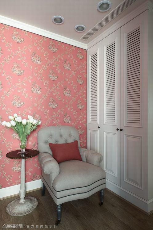 ▲客房: 帶有中國風色彩的壁紙選用,讓客房領域有著中西混搭的衝突美感。