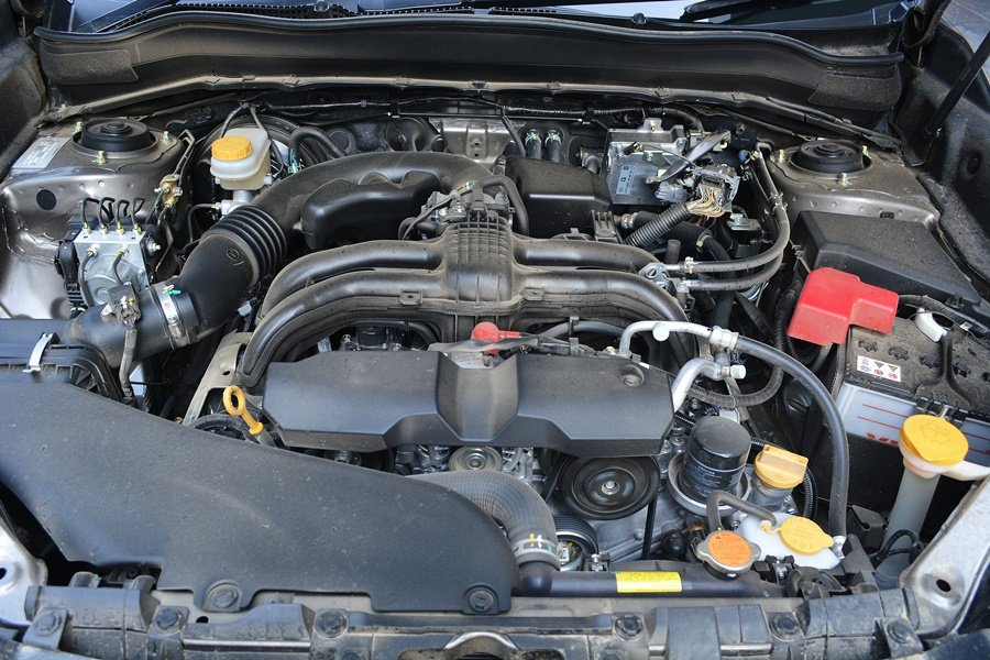 動力搭載的仍是四缸2.0升水平對臥的汽油引擎,有自然進氣與渦輪增壓版本,我們試乘...