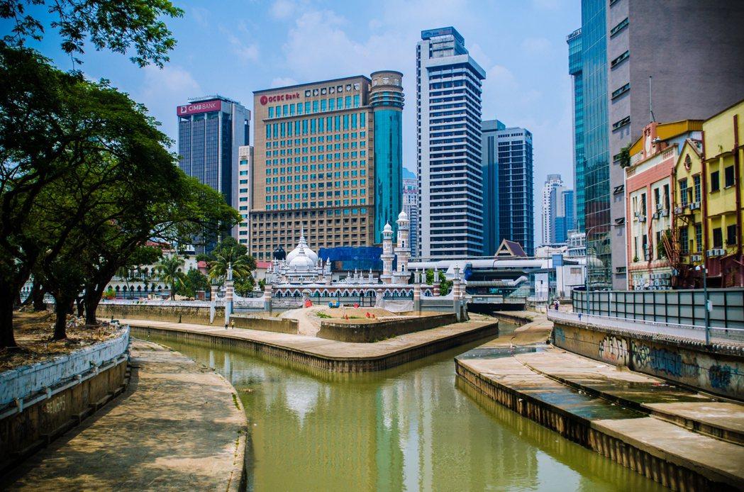 「生命之河」是給了資本邏輯更多養份,還是真的滋潤了城市生活呢? 圖/維基共享