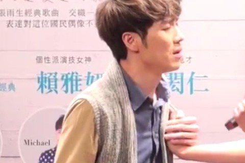 賴雅妍和蕭閎仁合作演出「天天想你」音樂劇,記者會上兩人現場演唱了「水藍色眼淚」。真的太好聽了~~~