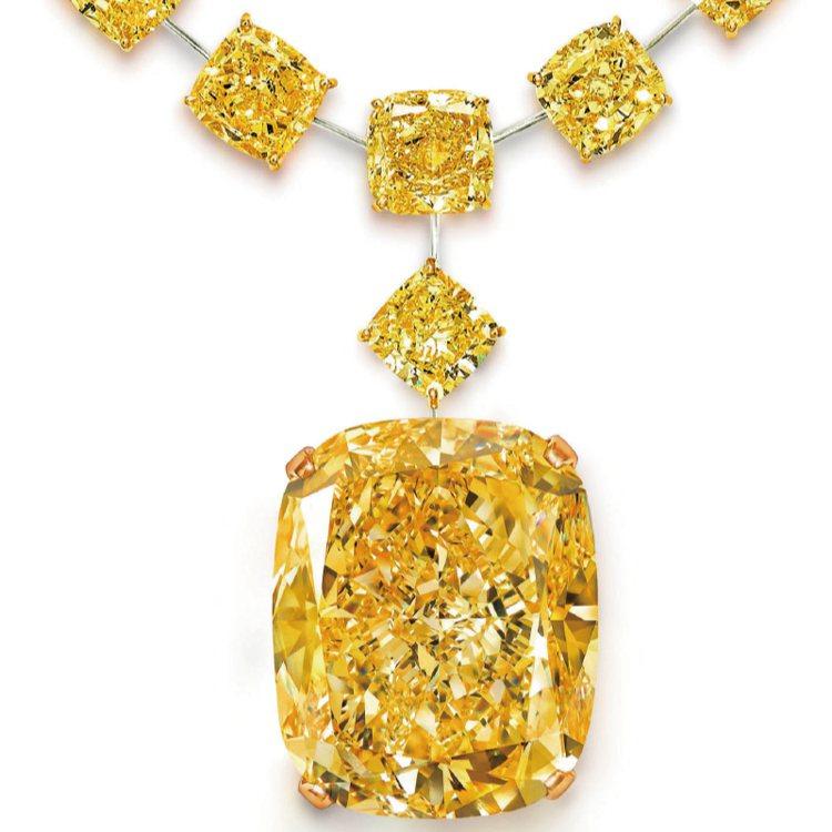 The Golden Empress黃鑽132.55克拉,配上共重79.24克拉...