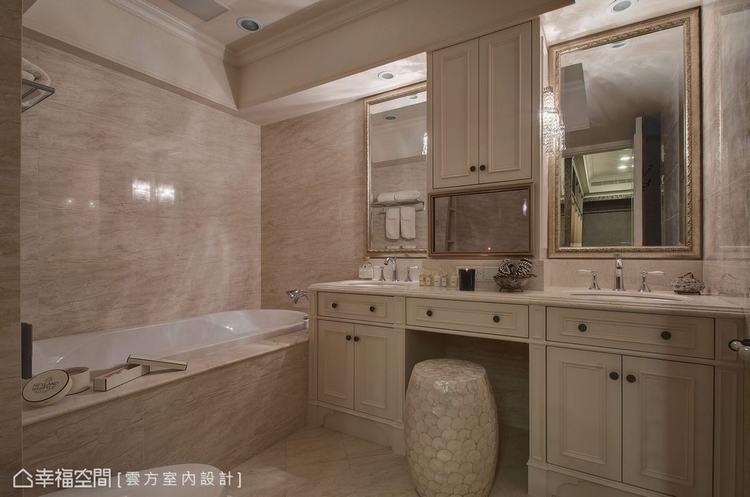 ▲主臥衛浴: 備有雙槽設計的主臥衛浴,中心段落除可做為保養品收納還內嵌有影音機能...