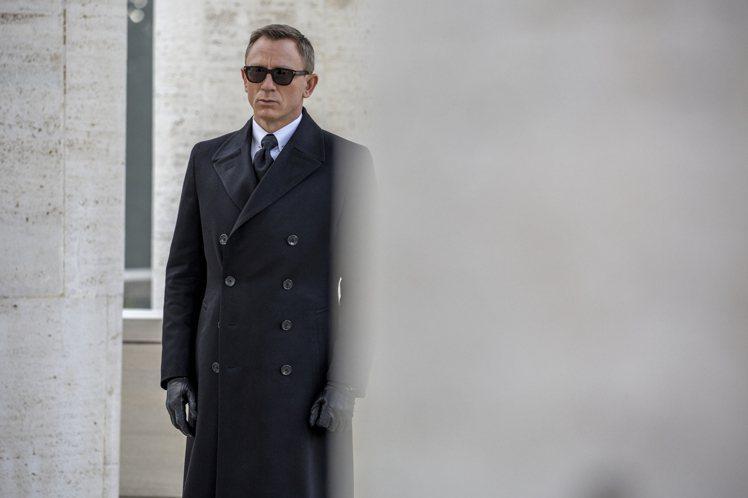 由尼爾克雷格詮釋的「詹姆士龐德」堪稱史上最時尚情報員。圖/摘自IMDB