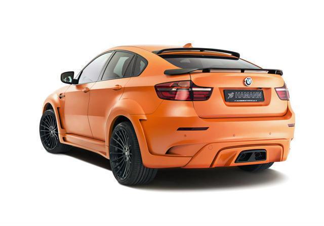 車尾造型BMW X6略勝一籌,擁有燻黑頭燈與雙尾翼等獨特套件。 摘自Hamann...
