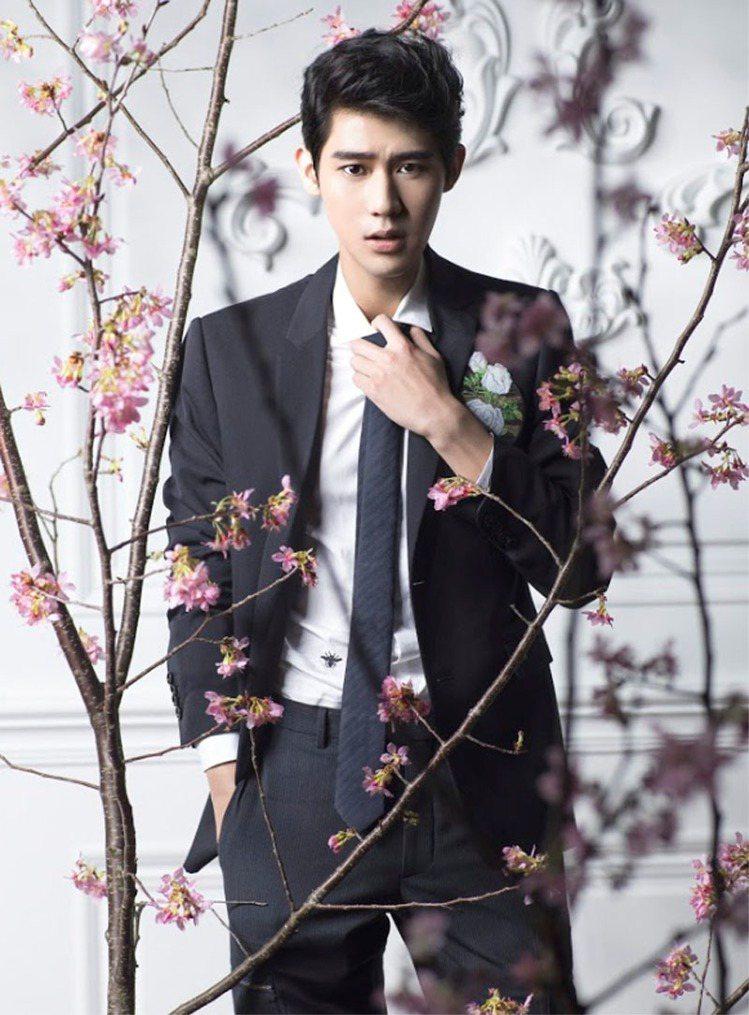 李玉璽穿Dior Homme男裝,為微風信義DM拍封面。圖╱微風提供