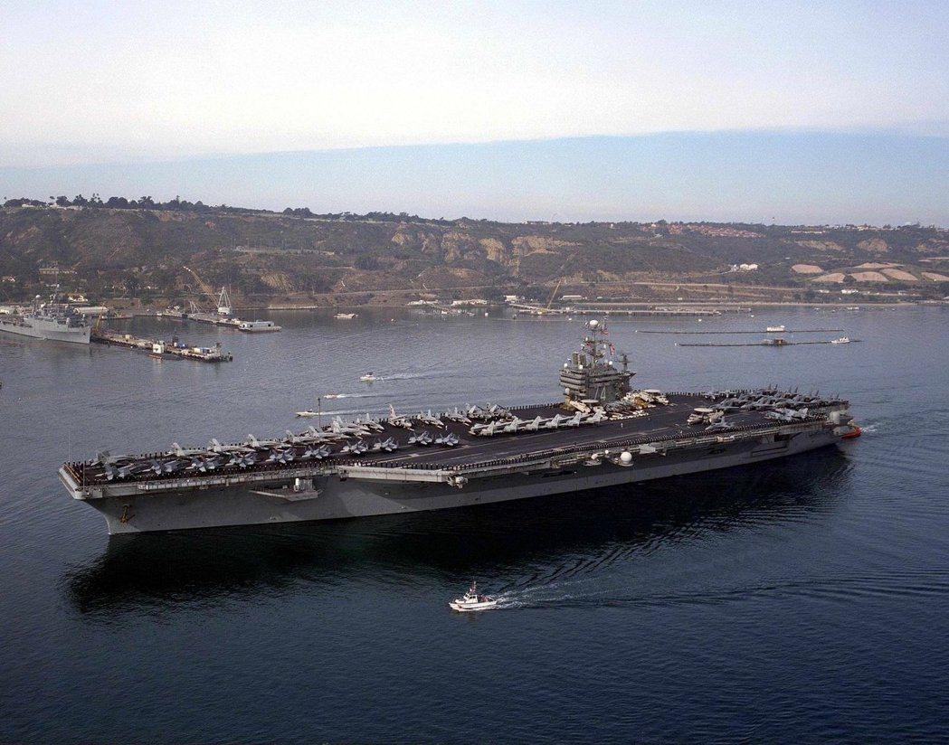 消息人士表示,美國海軍計畫4月初進行另1次通過南海爭議性島嶼的行動。專家預測美國...