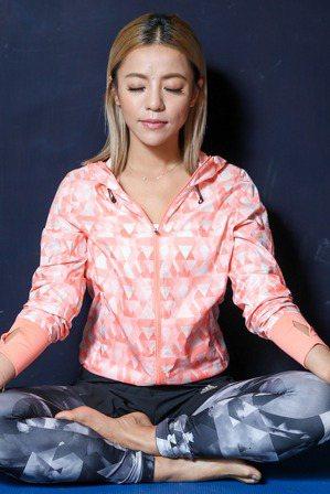 藝人丁噹每日會打坐冥想,維持心靈平靜。 記者程宜華/攝影