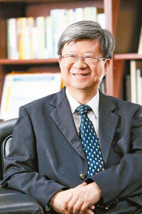 在政權轉移前,教育部長吳思華表示,偏鄉教育仍有努力空間,希望明年能投注廿億元經費...