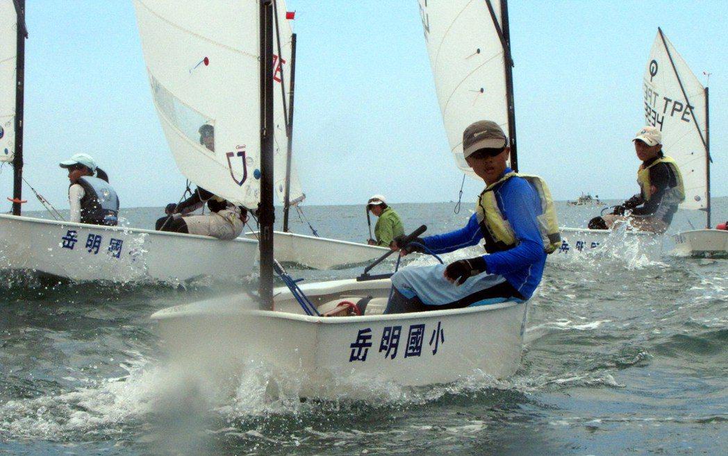 打破傳統教學法,宜蘭縣靠海的岳明國小,打造全台第一個帆船體育課。圖/岳明國小提供