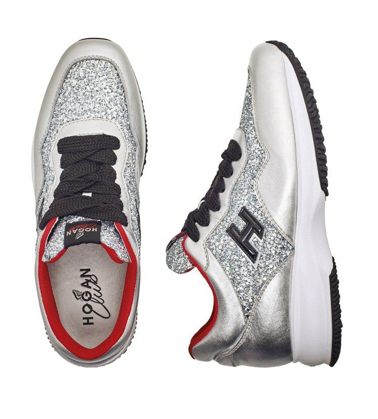 銀色皮革拼接星砂亮片繫帶休閒鞋,售價17,600元。圖/HOGAN提供