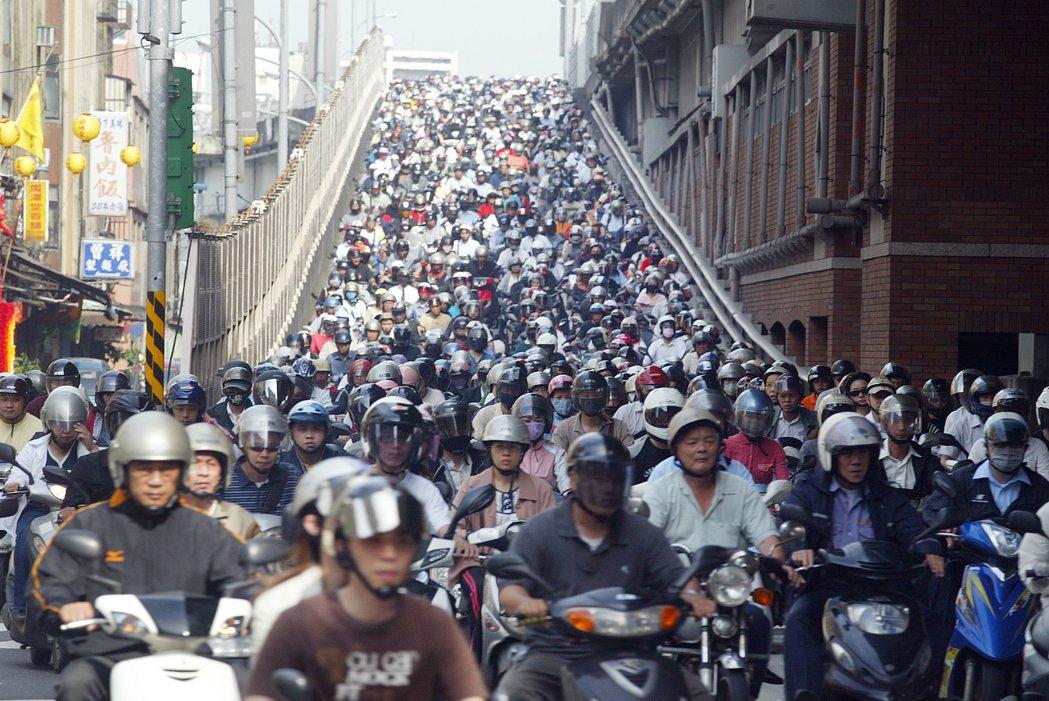 柯文哲點出過去的交通政策不成功是因缺乏戰略,沒有全盤布局。 本報資料照片