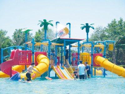 縣政府打造卡宣森林親水公園,在夏季時每天都湧入上百位的遊客前往戲水。 本報資料照...