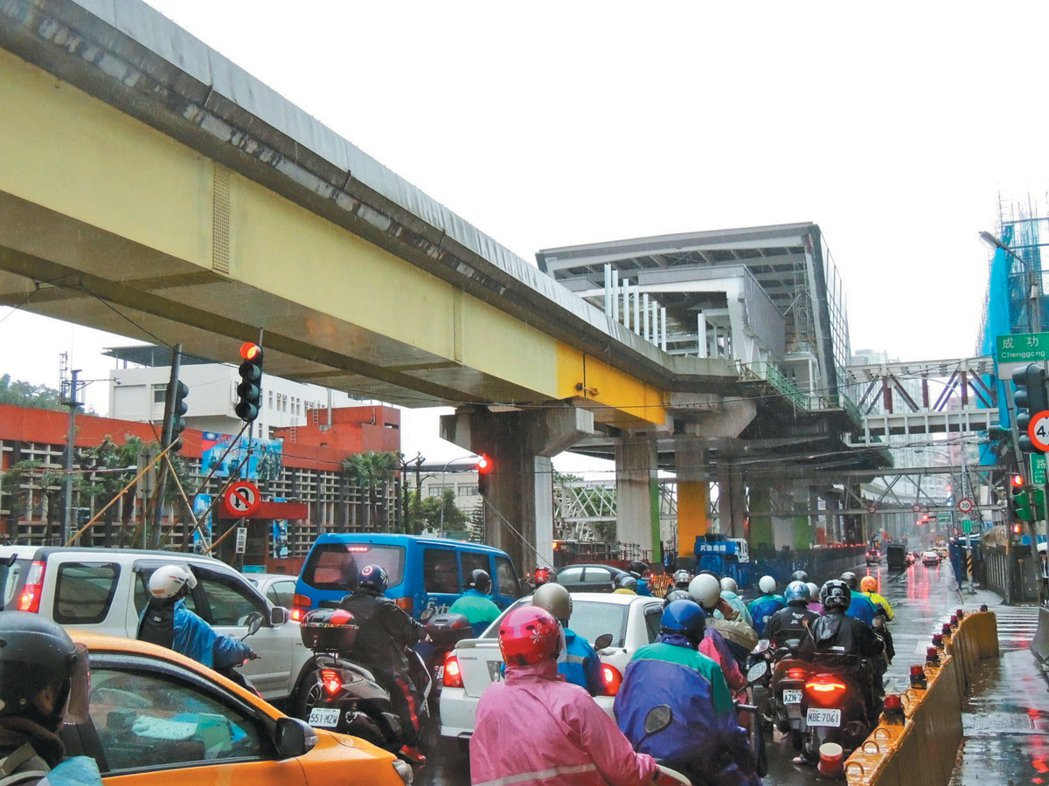 「民生汐止線」仍卡在北市和中央,日前雙北論壇取得「一次核定、分段施工」的共識。 ...
