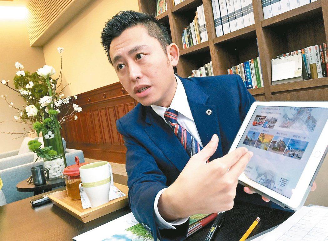 新竹市長林智堅說明漁人碼頭的規劃內容。 記者李青霖/攝影