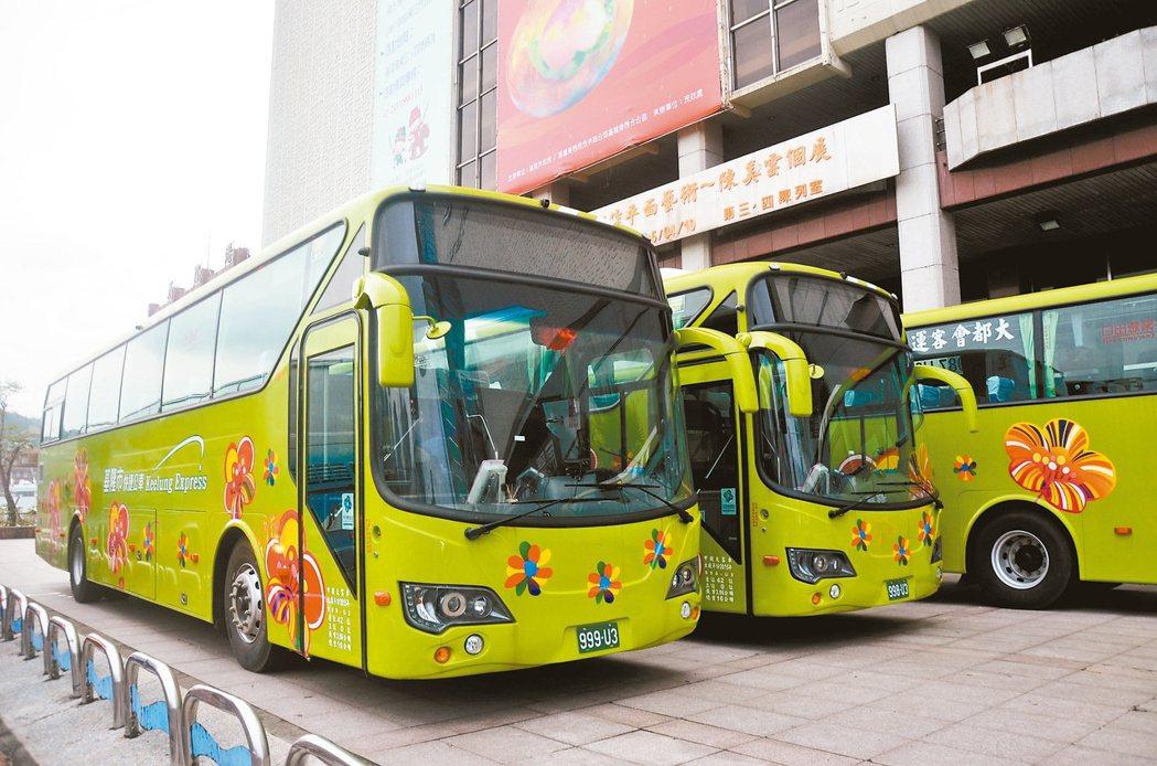 基北第一條快捷公車3月上路,對通勤民眾及觀光客是大利多。 記者游明煌/攝影