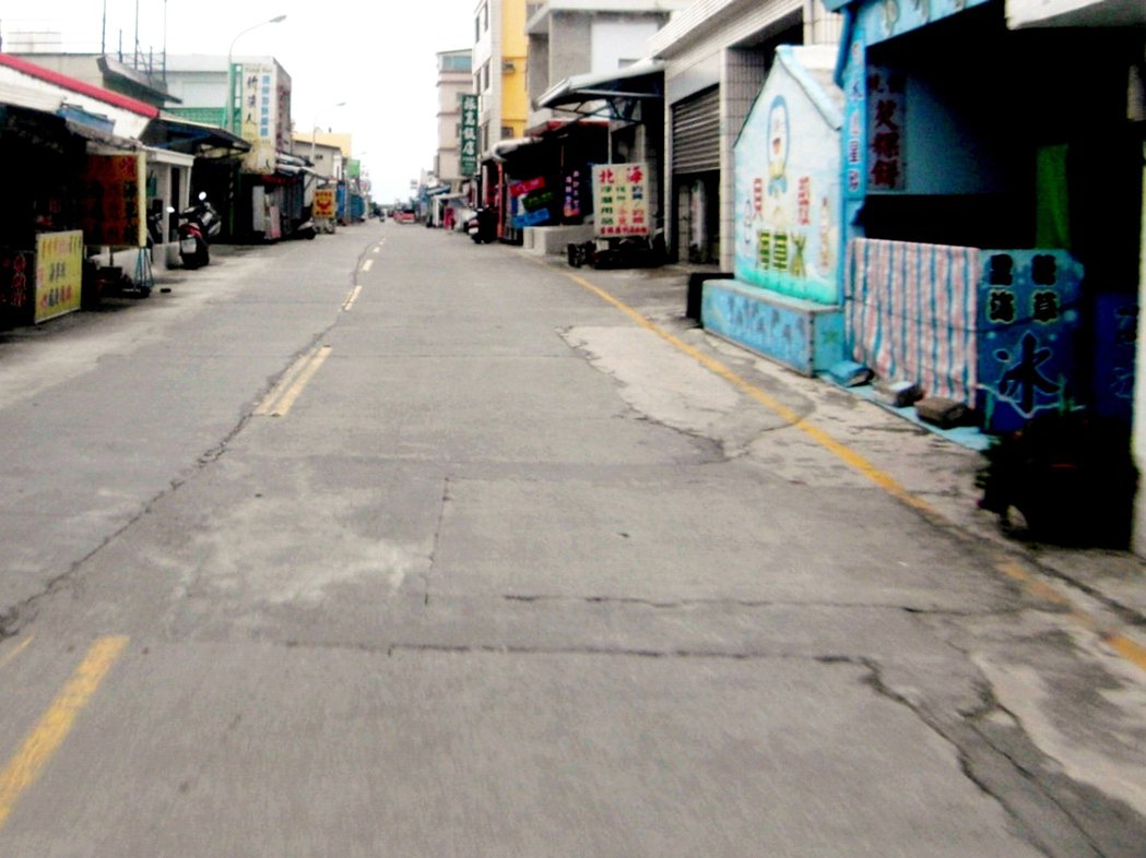 台東縣道路品質差,愈是偏遠鄉鎮,隨處可見道路坑坑洞洞、凹凸不平。 報資料照片