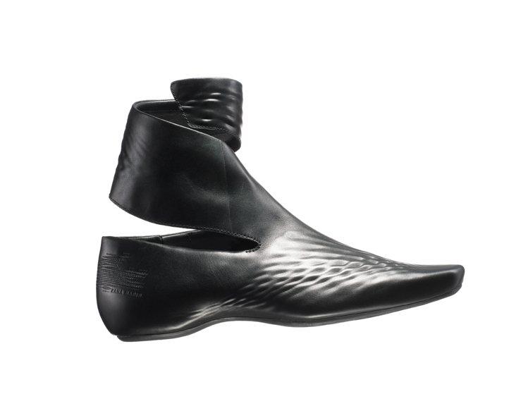 莎哈海蒂為Lacoste設計鞋子,以PE一體成型打造,風格前衛。圖/Lacost...