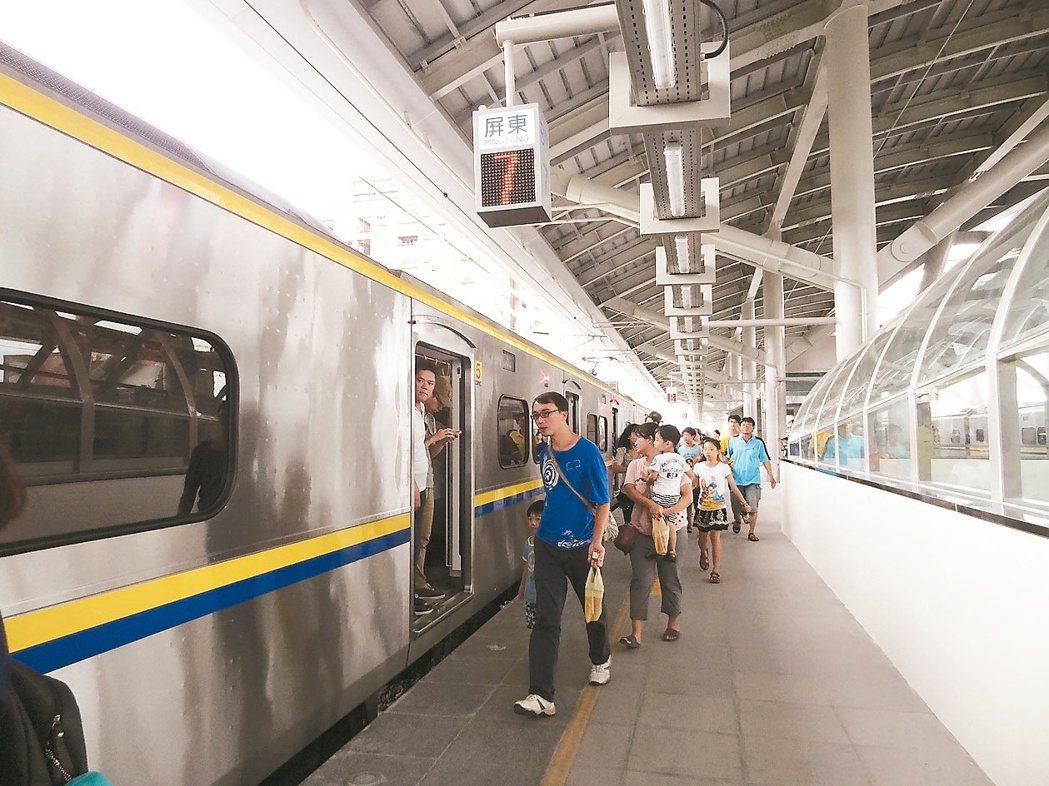 目前鐵路高架及電氣化到延伸到潮州,高鐵也未到屏東,屏東人向外常常需要轉車再轉車。...