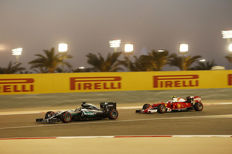 Lewis Hamilton 以不屈不撓的拼鬥精神一路追擊,最終奪下第三名的佳績...