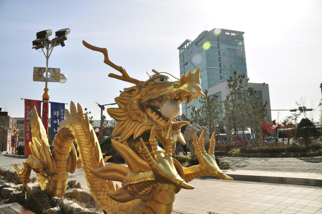 二十一世紀初,中國猛然崛起;此時,仁川中國城串聯上新的文化治理策略,被納入國家的...