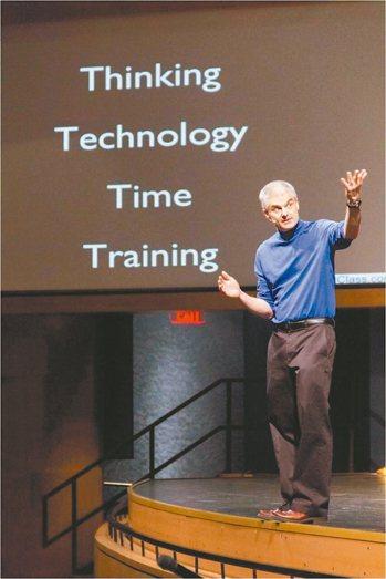 翻轉學習創始人強納森柏格曼說,台韓中補習風氣大盛,「唯有翻轉教室,才能消滅補習班...