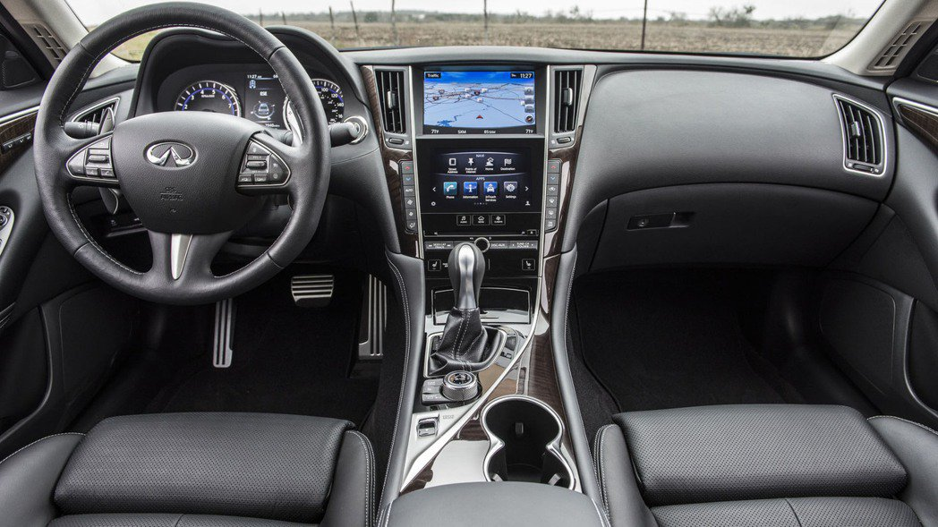 座艙部分延續Infiniti向來追求的高質感座艙,並針對配備部分再作強化。 摘自...