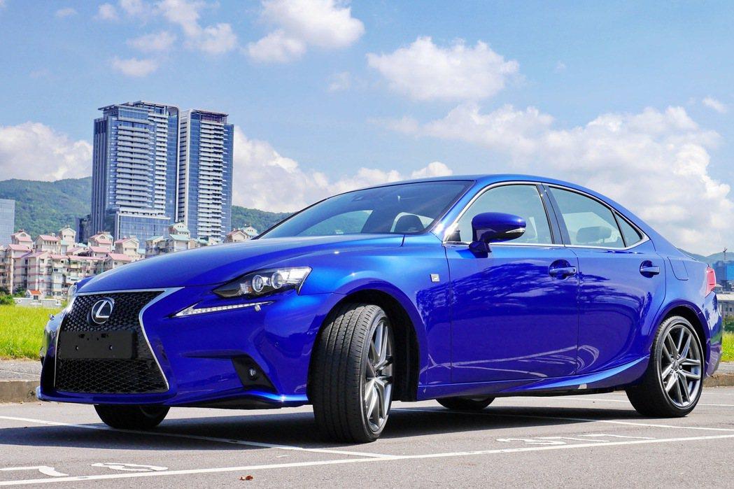 Lexus IS 200t。 記者陳威任/攝影