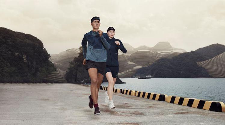 Nike與undercover設計師高橋盾合作的春季慢跑裝,簡約時尚。圖/Nik...