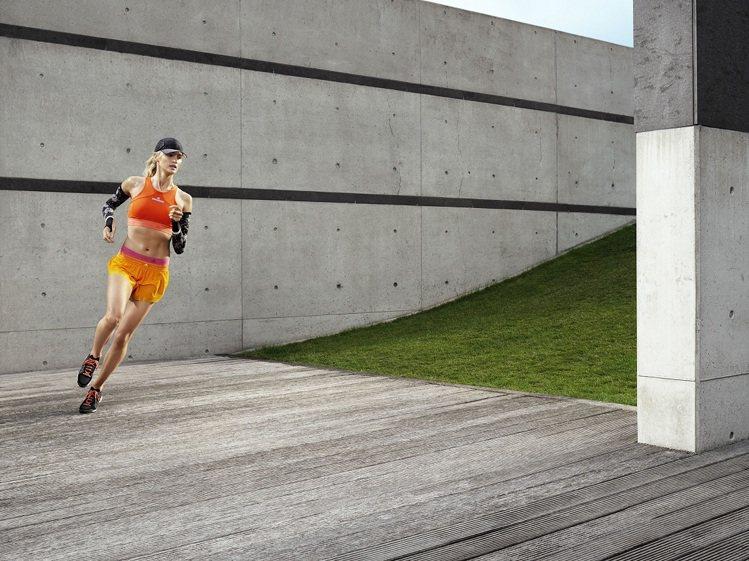 adidas與Stella McCartney的跑步裝備,以高彩度的亮橘Clim...