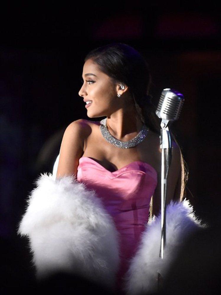 近日在MTV電影大獎中,青春女歌手亞莉安娜(Ariana Grande)就再度以...