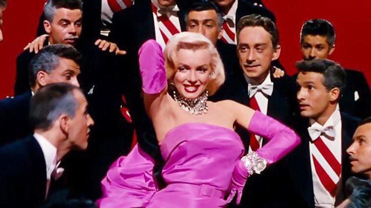 永遠的性感女神瑪莉蓮夢露在《紳士愛美人》電影中的經典歌舞「鑽石是女人最好的朋友」...