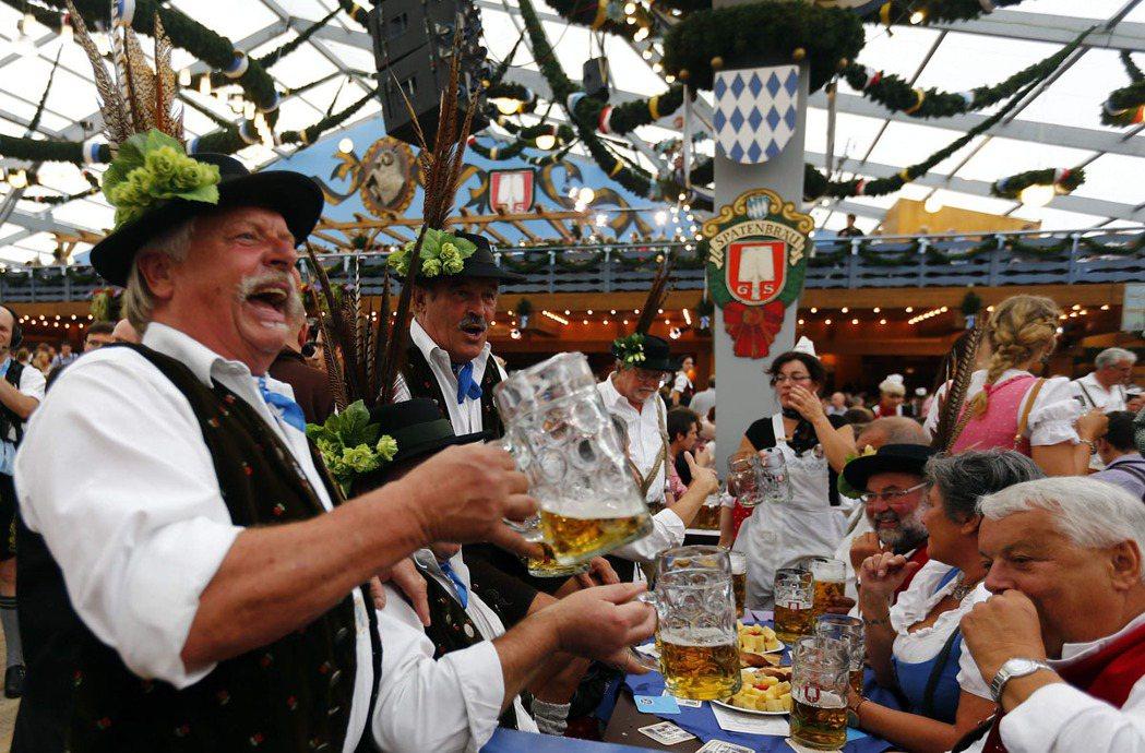 德國的慕尼黑啤酒節,兩世紀來一直在同一地點舉辦,蔚為年度觀光盛事。 圖擷自 O...
