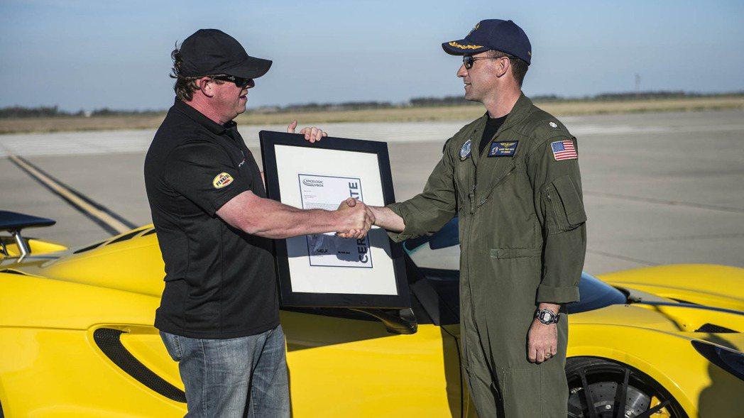 Venom GT Spyder敞篷版在美國加州Naval Air Station...