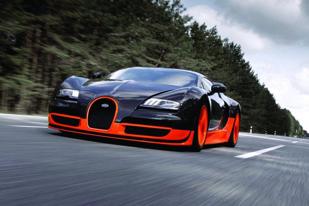 2010年Bugatti派出Veyron Supersports以431km/h...