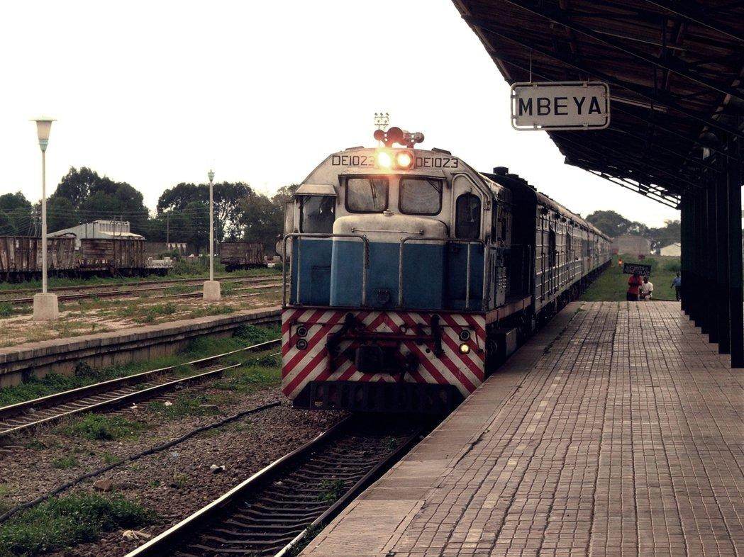 坦尚尼亞境內的「坦贊鐵路」,是中國「非洲外交戰」中的轉折援助案。 圖/維基共享