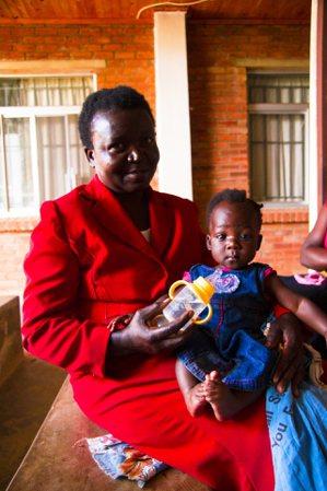 在Mzuzu醫院中等候看診的病患。 圖/任書逸 William Jen