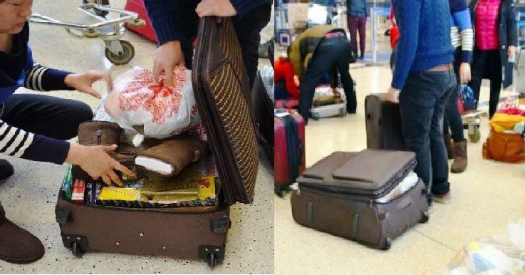 在洛杉磯國際機場某航空公司櫃檯前,一群旅客正就地整理超重的行李/聯合報系資料照。