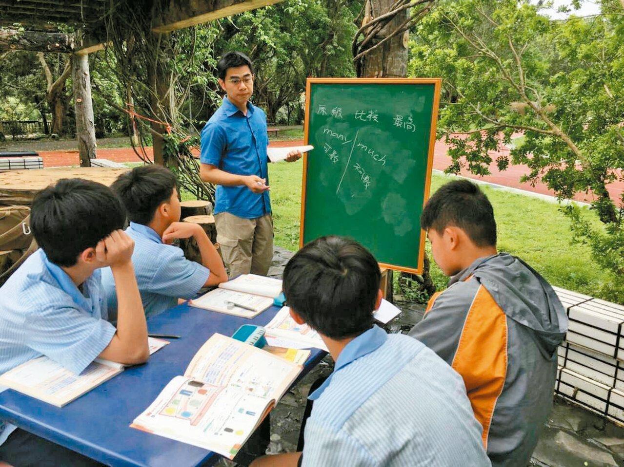 坪林國中英文解救課程,6論理學生用遊戲學英文,成就大幅前進。 圖/坪林國中提供